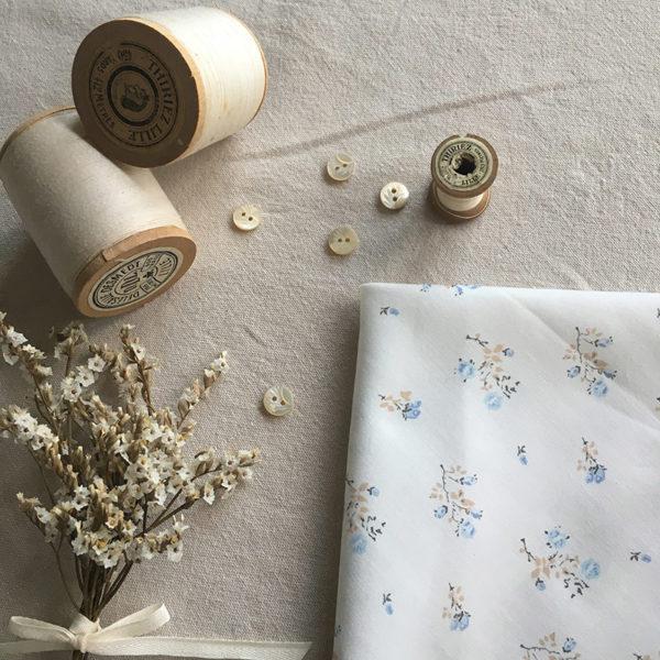 tissu coton fleuri bleu et beige couture