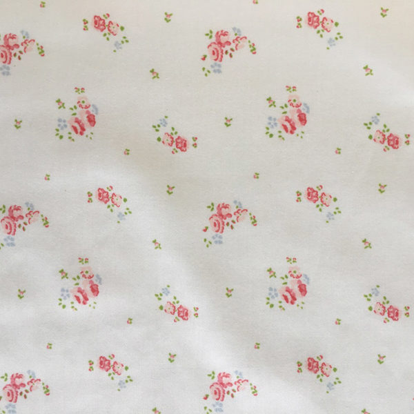 tissu coton fleuri motifs petites roses et feillages vert tendre