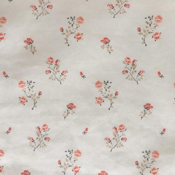 tissus imprime=é avec des petites roses feuillage beige pur coton