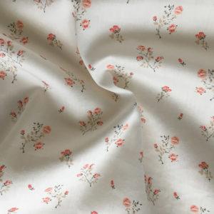 tissus avec des petites roses tons beige et roses poudrés